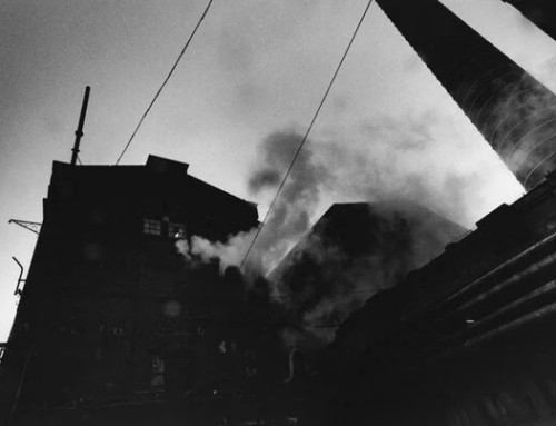 La oscuridad de David Lynch plasma en fotografías de fábricas abandonadas